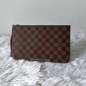 Louis Vuitton Bags - Louis Vuitton Neverfull pochette!
